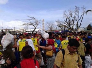 Tacloban Philippines missionaries help with the cleanup effort. Mission President Jose Veneracion Andaya is in the lower right hand corner. (Image courtesy Elder Matt Edwards via Facebook)