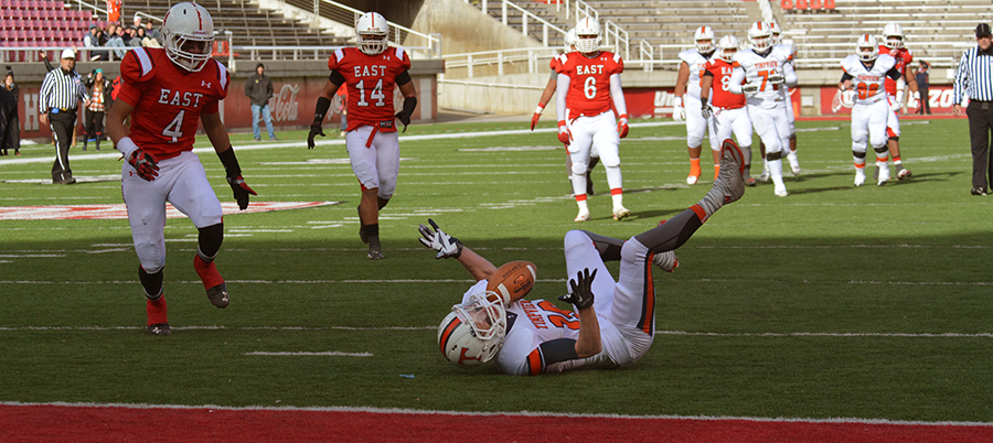 Rhett VanLeeuwen, who had six receptions for 96 yards in the game, couldn't quite pull in this pass.
