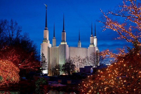 (Photo courtesy dctemplelights.lds.org)