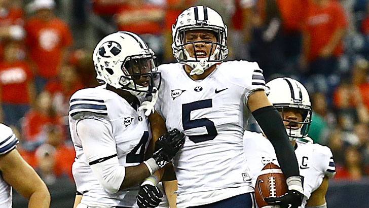 Fua, starting outside linebacker for BYU, celebrates with teammates during BYU's narrow victory over Houston in 2013. (Photo courtesy BYU Photo)