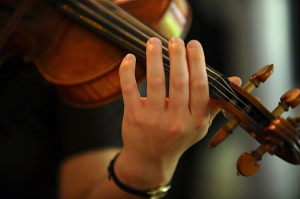 woman-playing-violin-941409-gallery