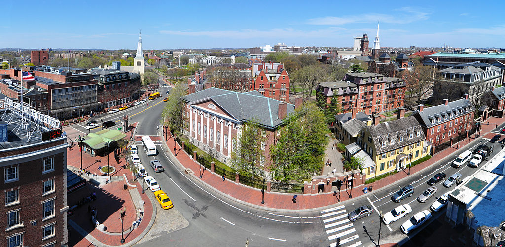 1024px-Harvard_square_harvard_yard