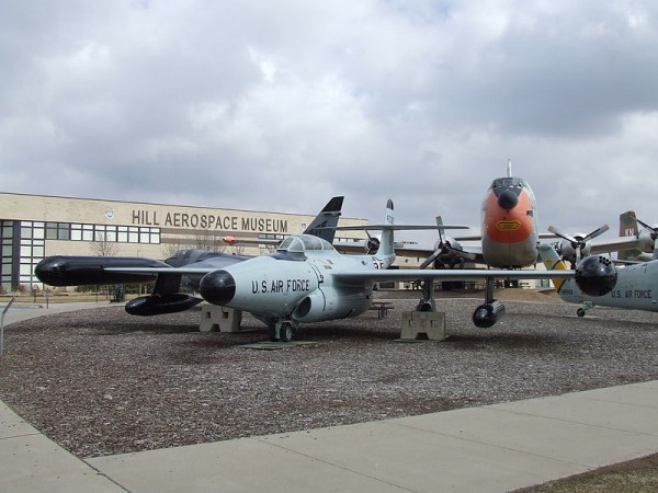 800px-Hill_Aerospace_Museum,_building_&_airpark