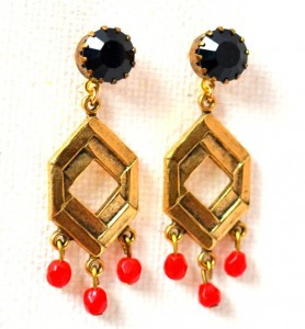Darlybird offers beautiful earrings and accessories with a vintage flair. (Photo courtesy of Beehive Bazaar)