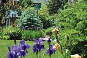 The street post in the heart of this Provo garden represents the life paths of Annette, Richard and Tammy Sheffield. (Photo by Richard Sheffield)