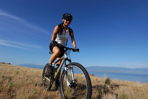 woman_biking_utahlake