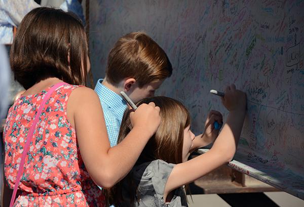 Kids signing