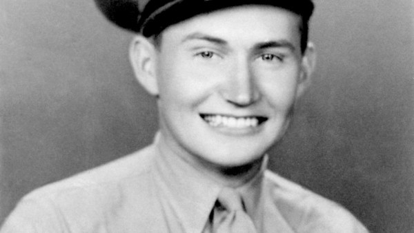 Elder L. Tom Perry served in the Marine Corps. (Photo courtesy Mormon Newsroom.)