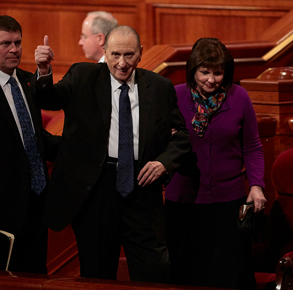 President Thomas S. Monson gives the audience a thumbs up following a session of the April 2016 general conference. (Photo courtesy LDS Church)