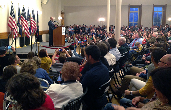 Presidential candidate Evan McMullin speaks to a crowd at the Provo City Library on Wednesday, Oct. 5, 2016. (Photo by UV360)