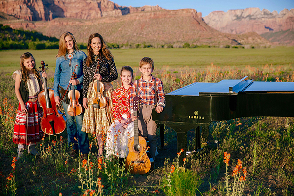 Jenny Oaks Baker will perform with her four children — Laura, 15, a violinist, percussionist and drummer; Hannah, 13, a pianist; Sarah, 11, a cellist; and Matthew, 10, a classical and electric guitarist — at the SCERA on Nov. 4. (Photo courtesy SCERA)