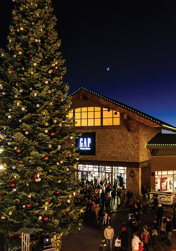 the outlets at traverse mountain to light christmas tree on saturday utahvalley360